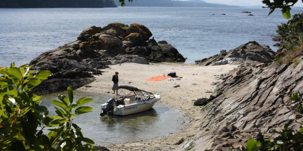 Beautiful hidden shell beach via boat. Perfect for a picnic or sunbathing